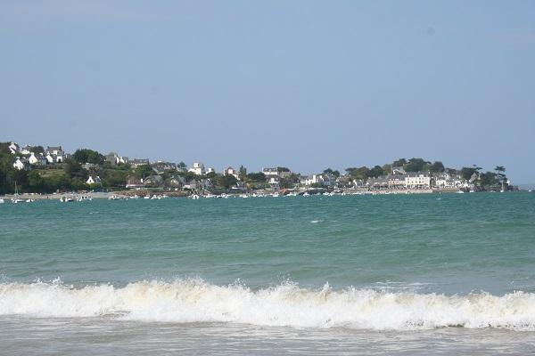 Maison d'accueil de l'Ile Blanche à Locquirec, accès direct à la plage
